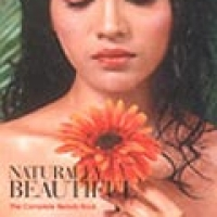 NATURALLY BEAUTIFUL: THE COMPLETE BEAUTY BOOK (hb)2004